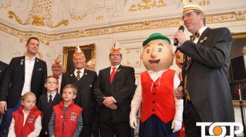 OB Marcel Philipp begrüßt seine närrischen Gäste