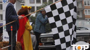 AKV-Präsident Werner Pfeil beim Start der Rallye