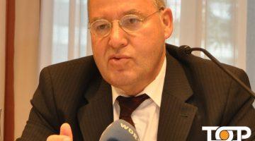 Gregor Gysi bei der Pressekonferenz des AKV