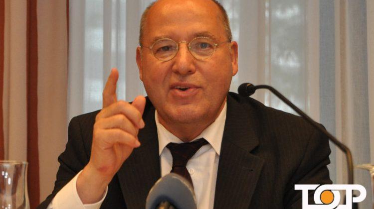 Der neue Ordensritter 2017 Gregor Gysi bei der Pressekonferenz des AKV