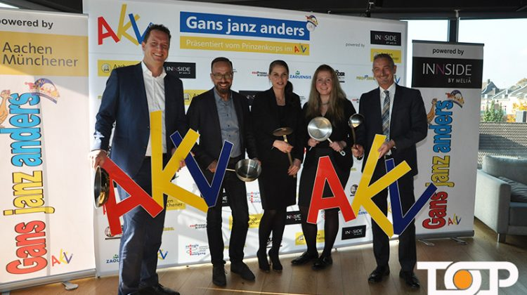 AKV Präsident Dr. Werner Pfeil (re) mit den Damen der Leitung des Innside by Melia und der Aachen Münchener bei der PK im Innside by Meliá