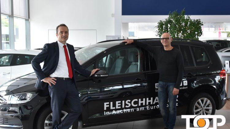 VW Verkaufsleiter Henrik Launhardt und TOP AACHEN Inhaber Ali Rahnama