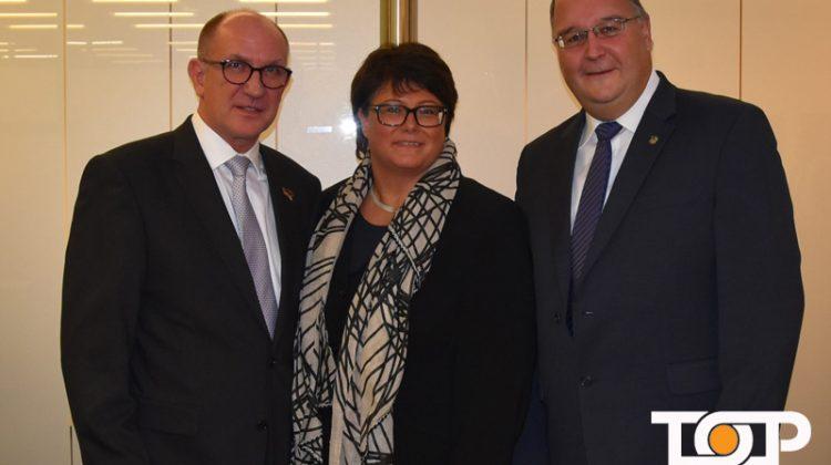 Harald Matthäus, Sabine Verheyen und Präsident der KG Au Ülle Achim Mallmann