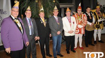Au Ülle Präsident Achim Mallmann (links) bei der Ehrung der Gäste