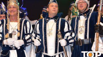 Jungfrau Michi, Prinz Olli I. Bauer Sascha regieren jetzt als das Dreigestirn in Lichtenbusch