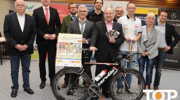 Dachser Chef Karl-Heinz Bremen (links) und Bürgermeister der Stadt Alsdorf, Alfred Sonders (rechts)