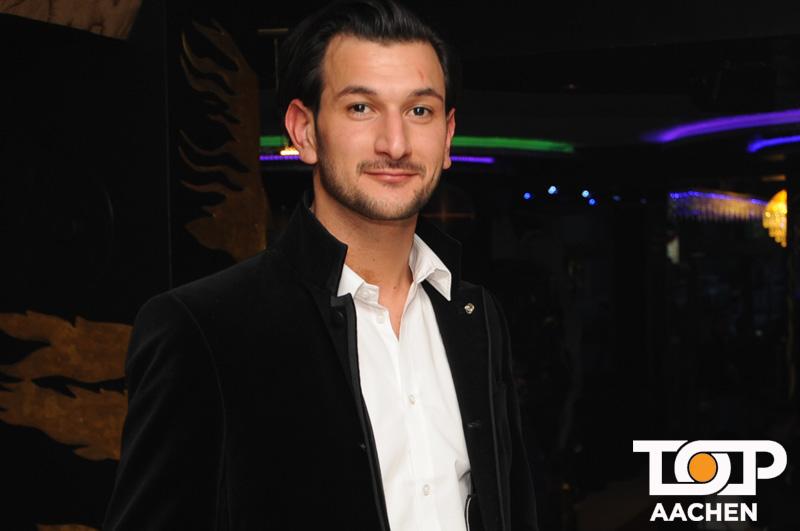 Inhaber Zana Ali freut sich auf seine Gäste in der einzigartigen Lava Lounge