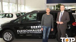 Ali Rahnama und VW Verkaufsleiter Henrik Launhardt