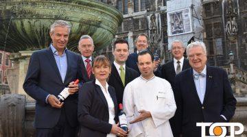 Die Krönungsmahl-Organisatoren rund um den stellvertretenden Vorsitzenden des Aachener Rathausvereins Georg Helg (untere Reihe, erster von rechts)