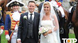 Torsten Rehberg und seine Gattin umrahmt von den Kameraden der Prinzengarde