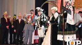Das Würselener Dreigestirn wird auf der Galasitzung der Klöös feierlich proklamiert